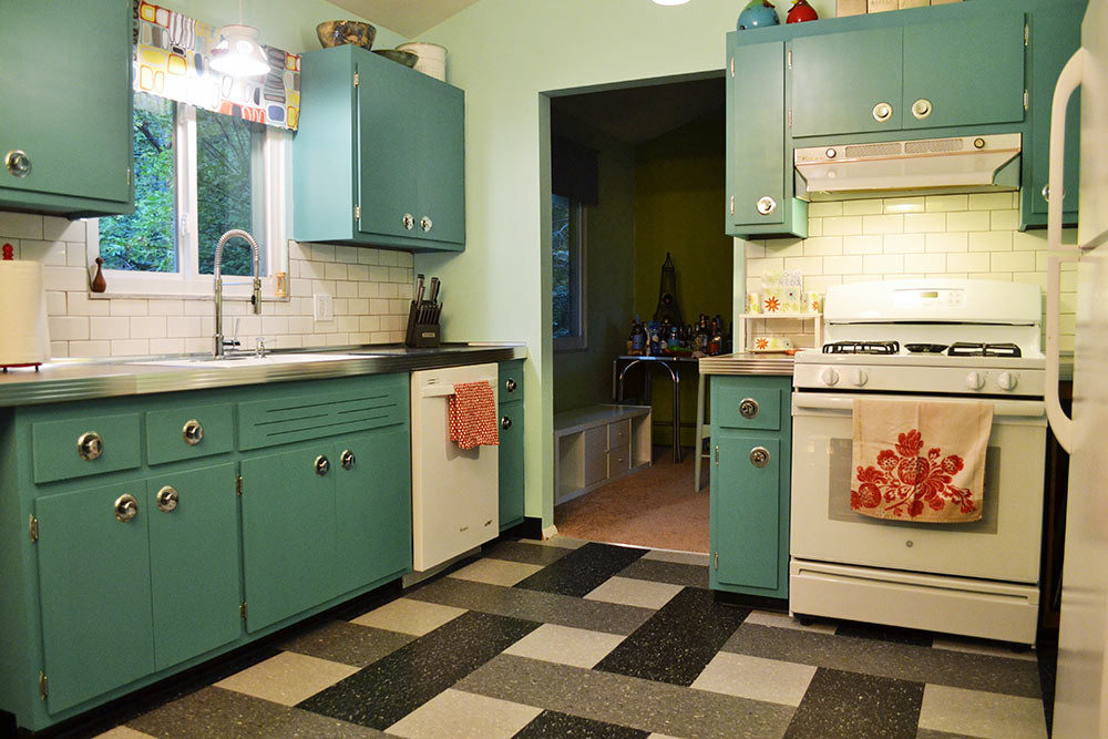 Chalk Paint Kitchen Cabinets Before And After  Can Annie Sloan Chalk Paint transform these kitchen