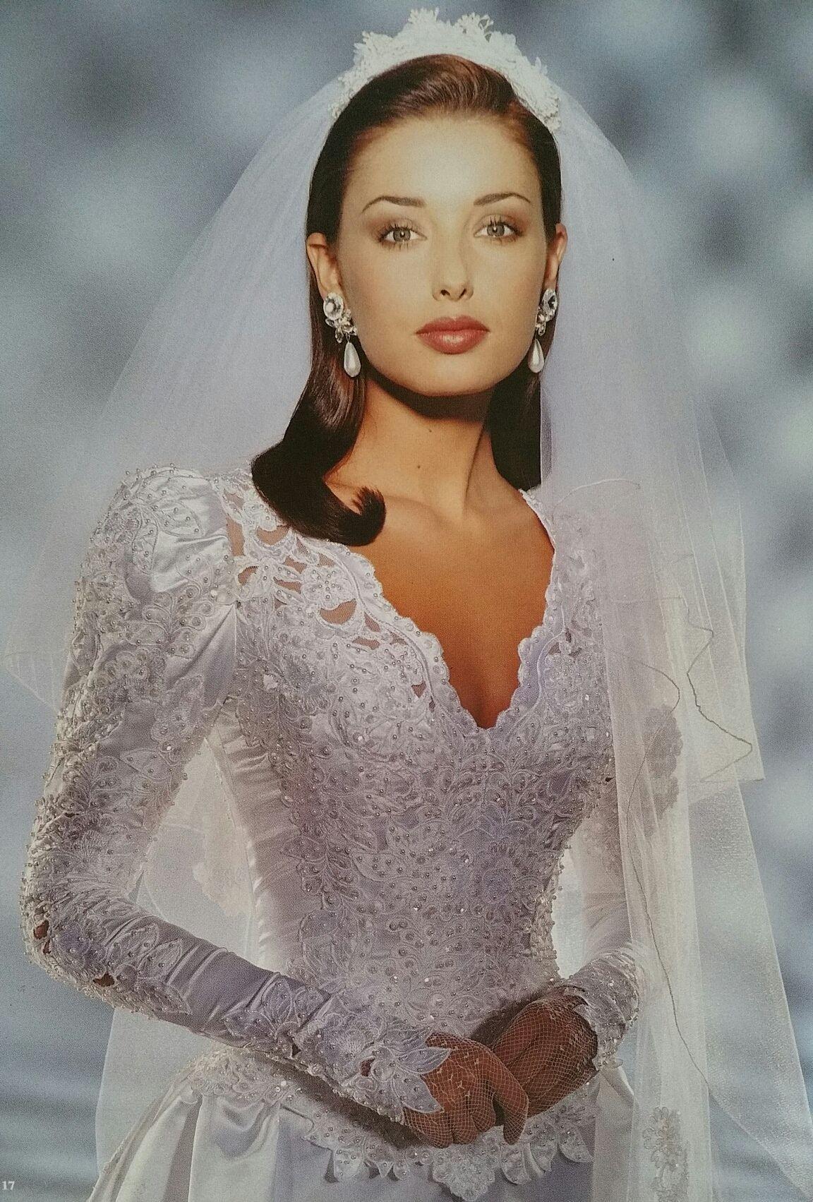 Demetrios Wedding Veils  Demetrios 1995 close bodice view demetrios