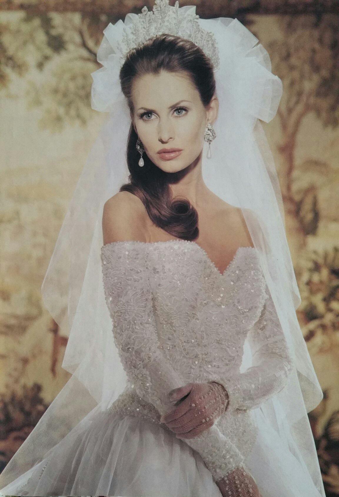 Demetrios Wedding Veils  Demetrios 1995 close bodice view