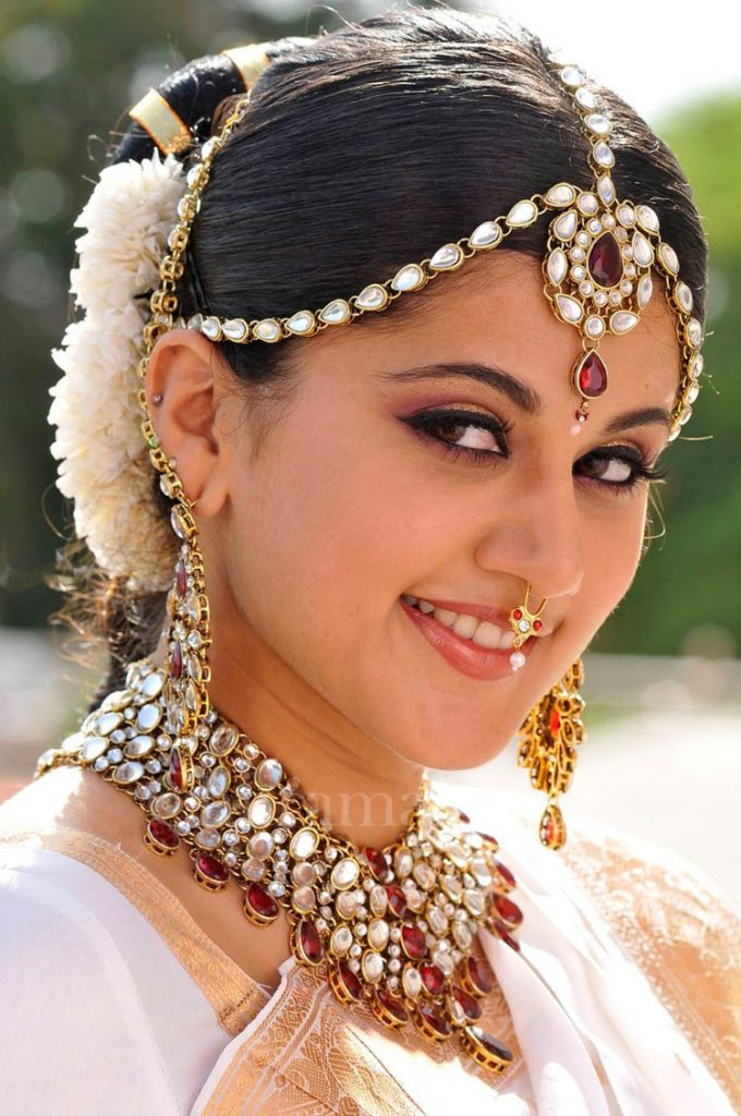 Hairstyles For Indian Brides  Simple trending South Indian bride hairstyle to try on