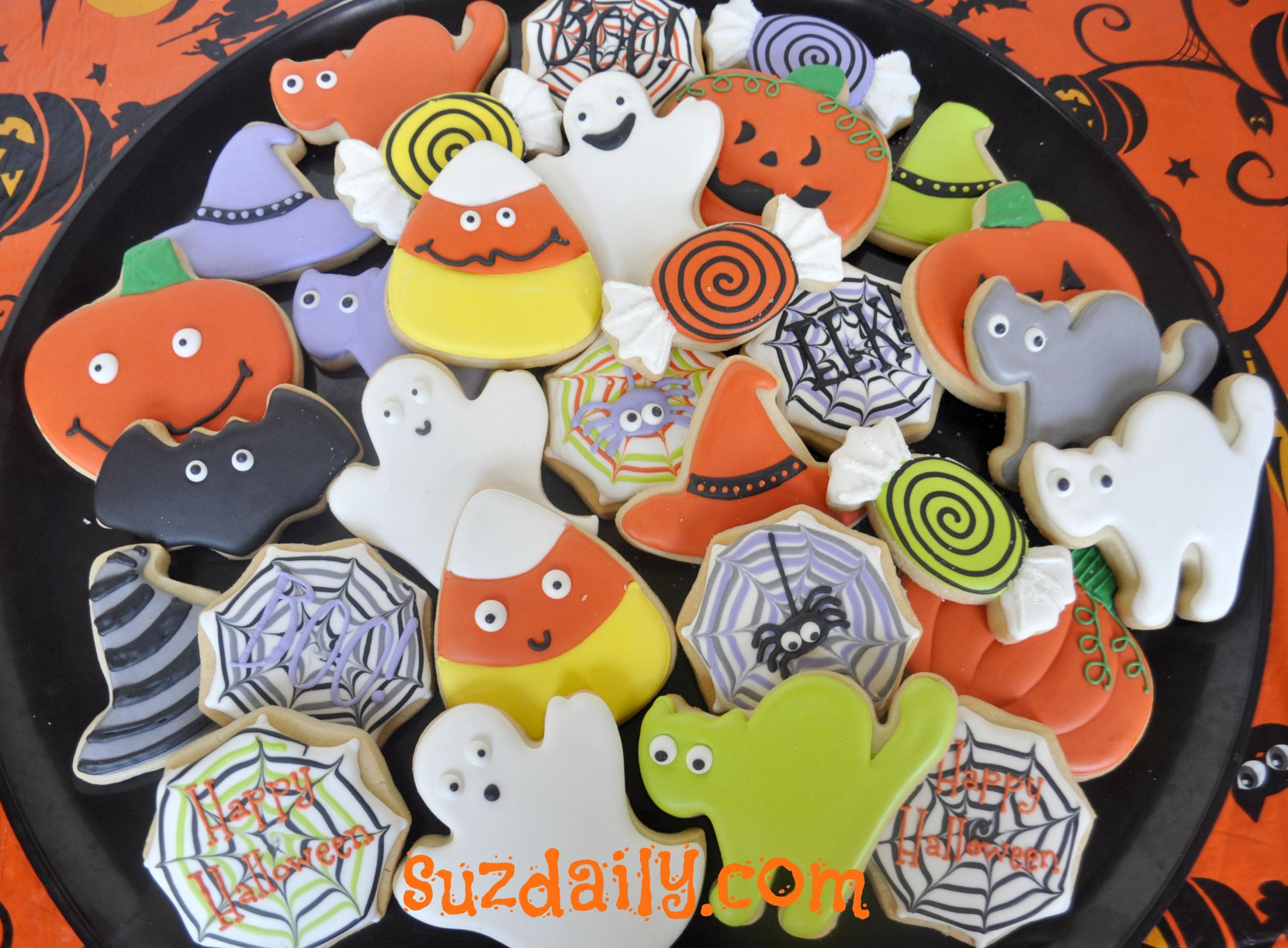 Halloween Cookies Pictures  How to Decorate Halloween Cookies – Suz Daily