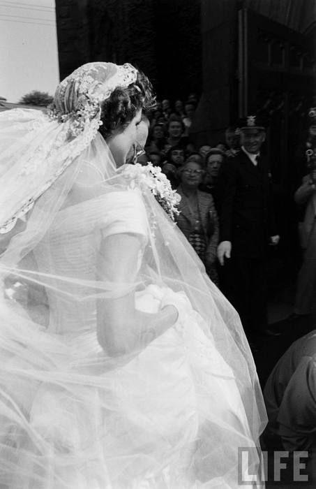 Jackie Kennedy Wedding Veil  Jacqueline Bouvier on her wedding day 09 12 1953 to