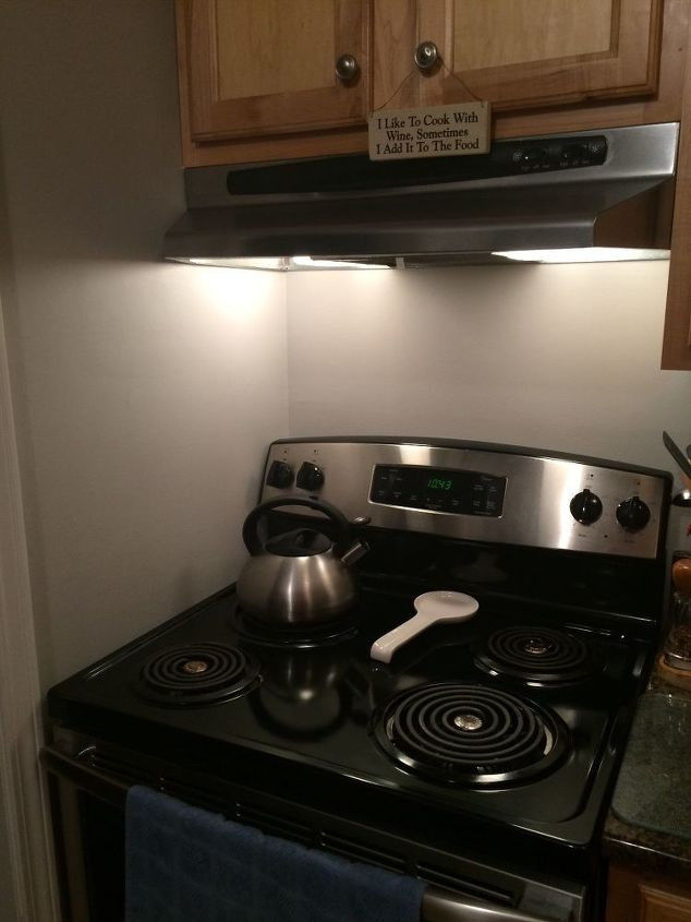 Kitchen Stove Wall Protector  Tile around a stove or stainless plate to protect wall