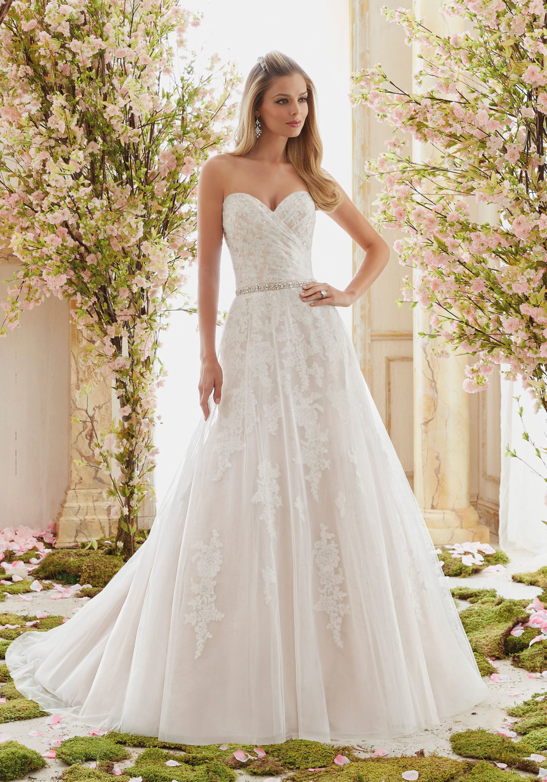 Lace Wedding Gowns  Tulle on Beaded Lace Appliques Wedding Dress