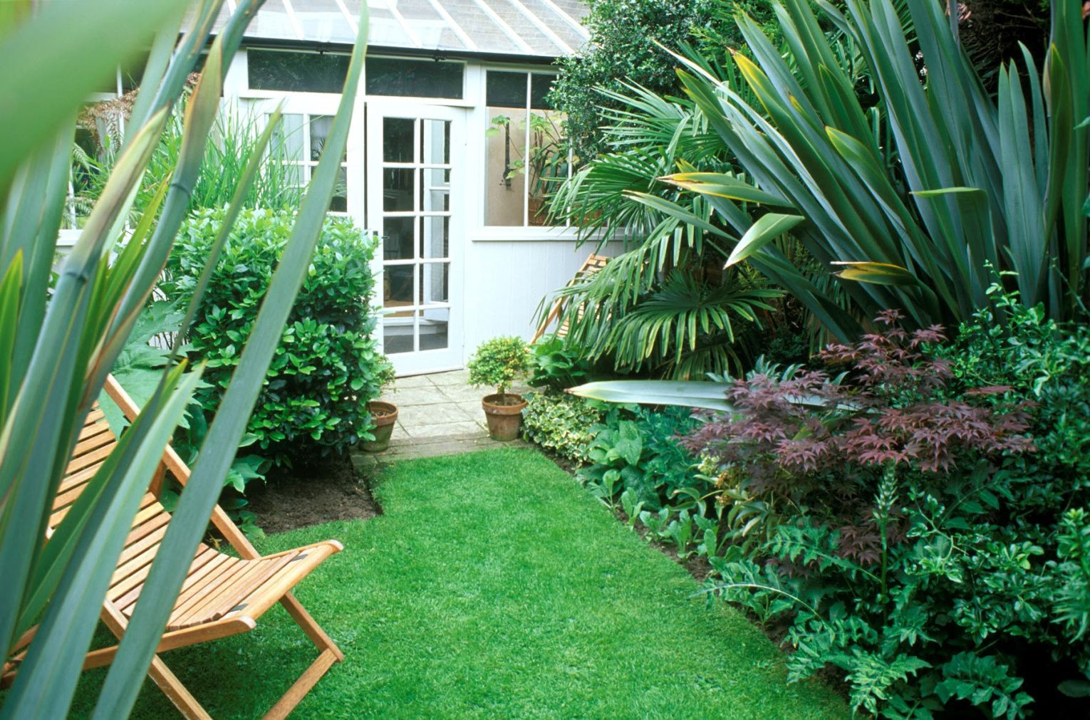 Landscape Designs For Small Yards  23 Landscaping Ideas for Small Backyards