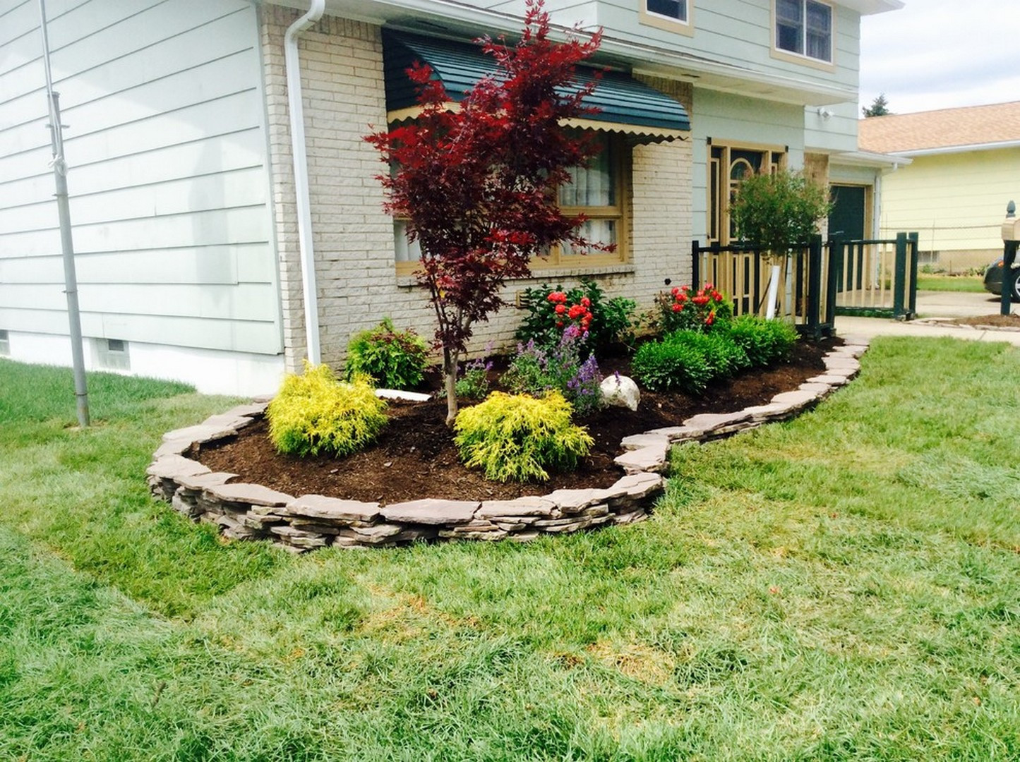 Landscape Ideas For Front Yard  25 Gorgeous Front Yard Garden Landscaping Ideas House
