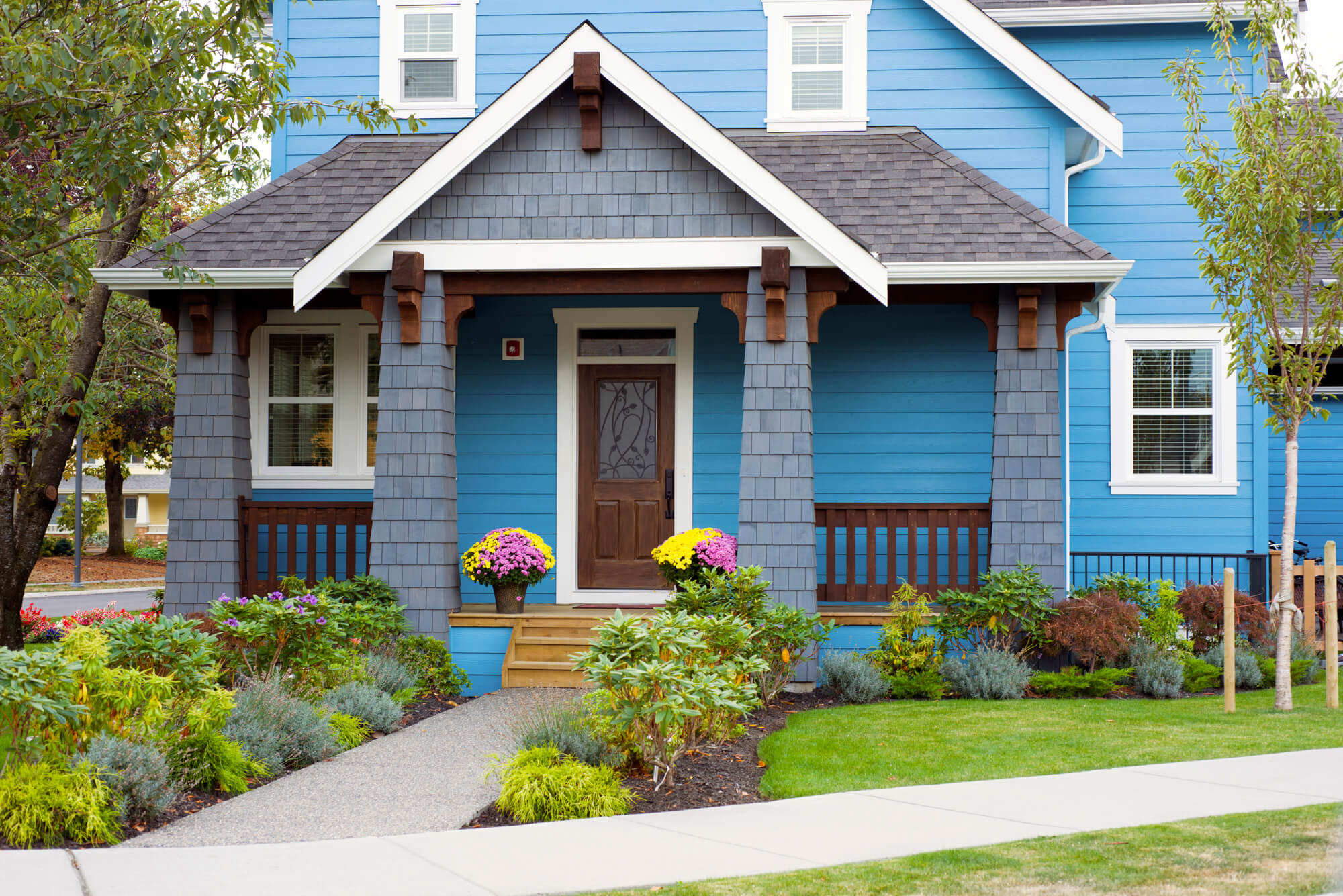Landscape Small Front Yards  6 Bud Friendly Ways to Landscape Your Front Yard