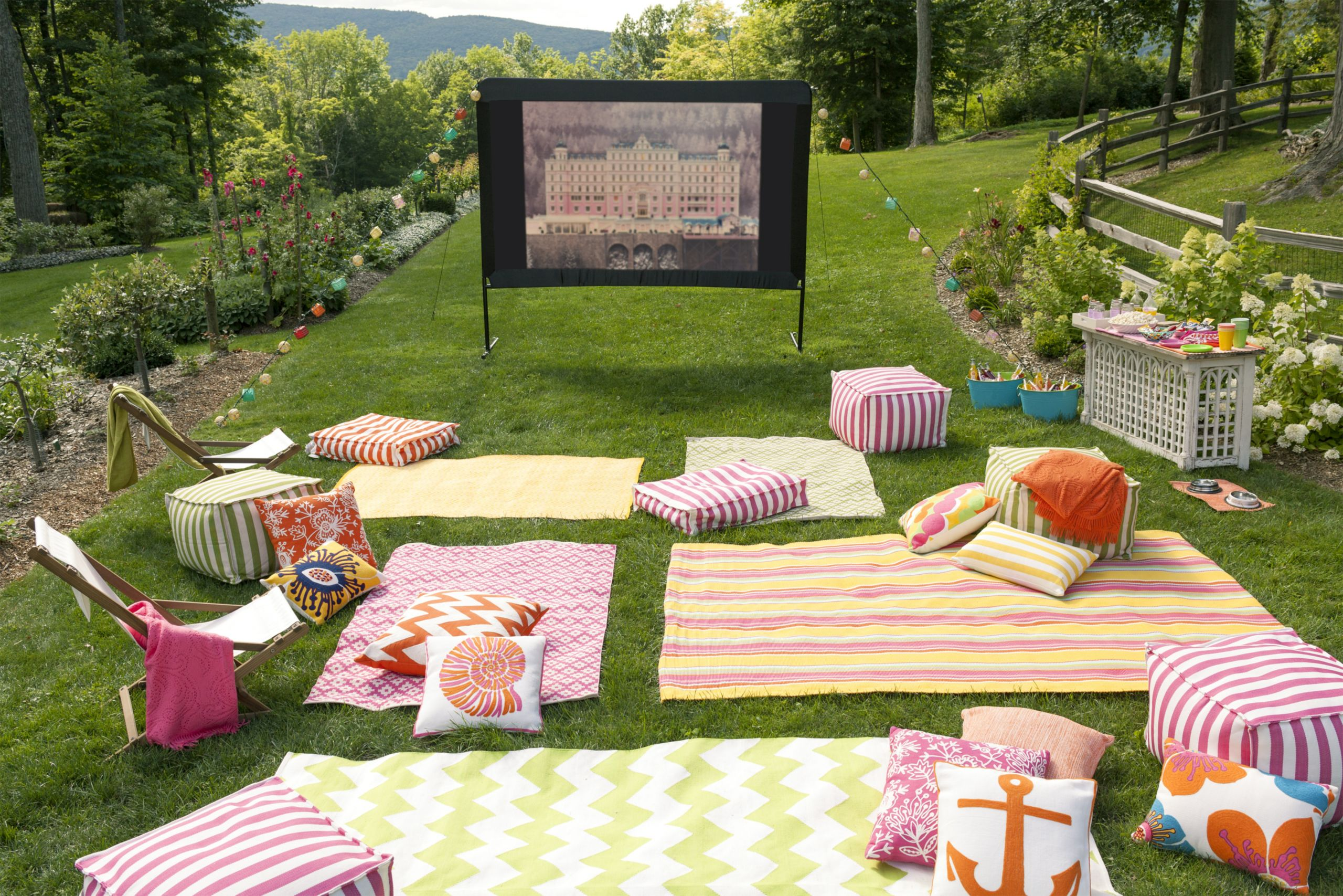Movie Night Birthday Party  10 Tips for Hosting an Outdoor Movie Night