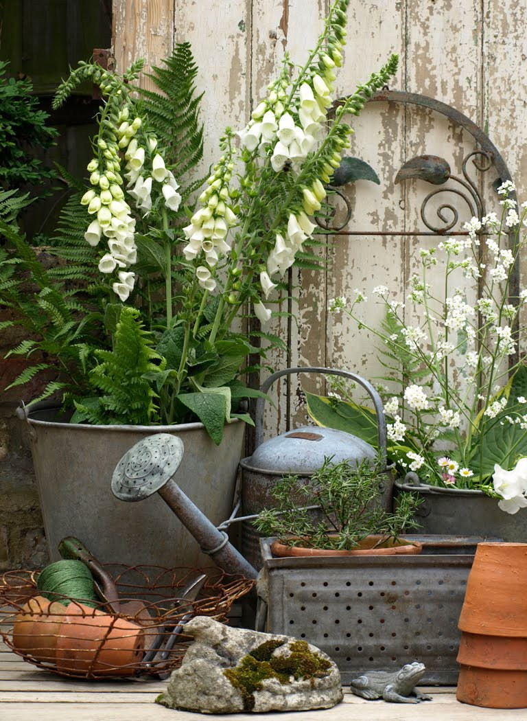 Outdoor Landscape Decor  Vintage Garden Decor That You Can Easily Make By Yourself