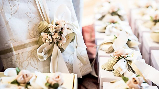 Wedding Gift Ideas For Middle Aged Couple  How Much To Give For A Wedding Gift And Not Look Cheap