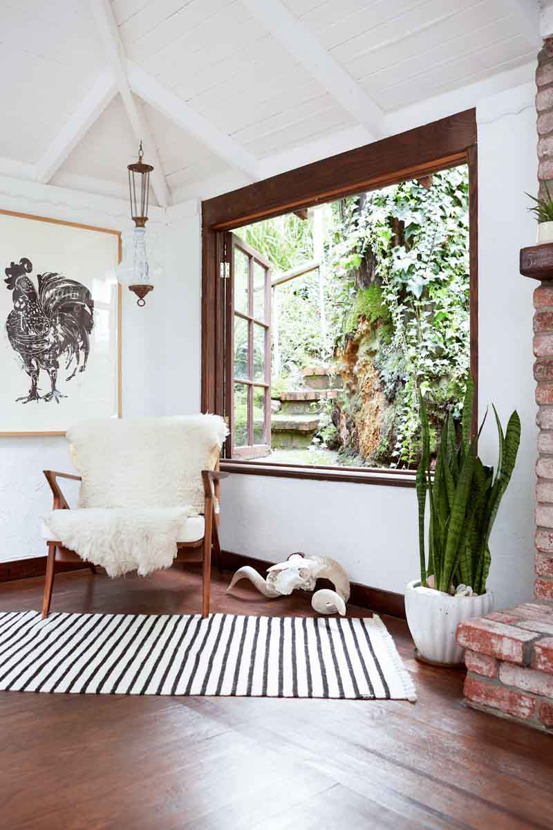 White Walls Living Room  The White Wall Controversy How the All White Aesthetic