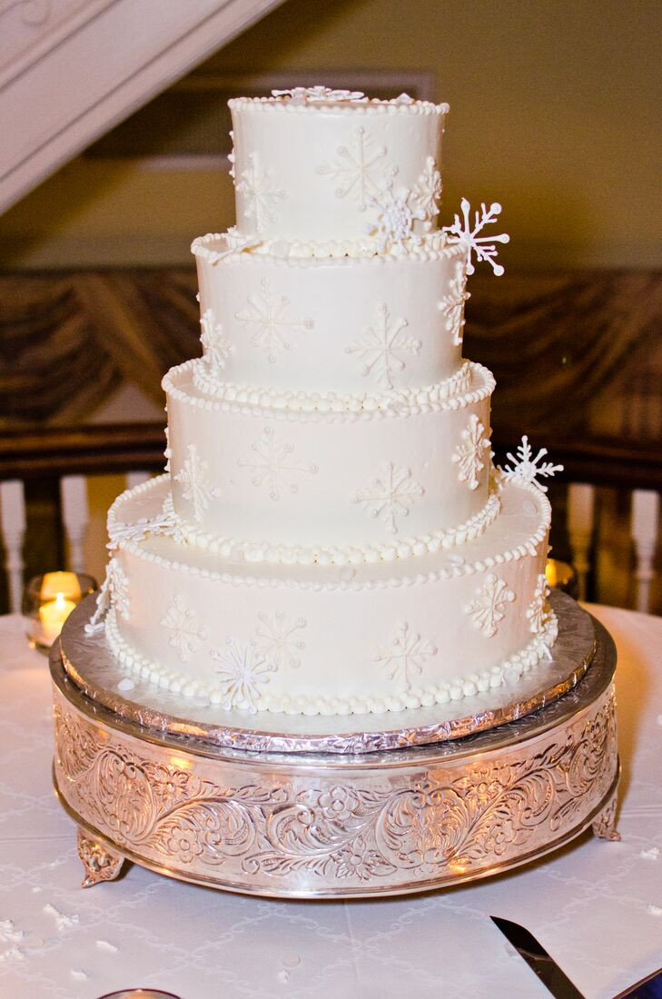 Winter Themed Wedding Cakes  Winter Themed Wedding Cake