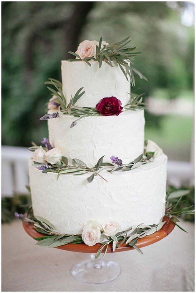Winter Themed Wedding Cakes  Our Favorite Winter Wedding Cakes Wedding Inspiration