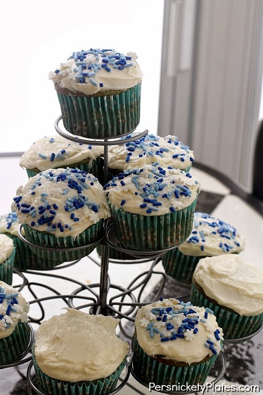 Winter Wonderland Cupcakes  Winter Wonderland Cupcakes & giveaway  Persnickety Plates